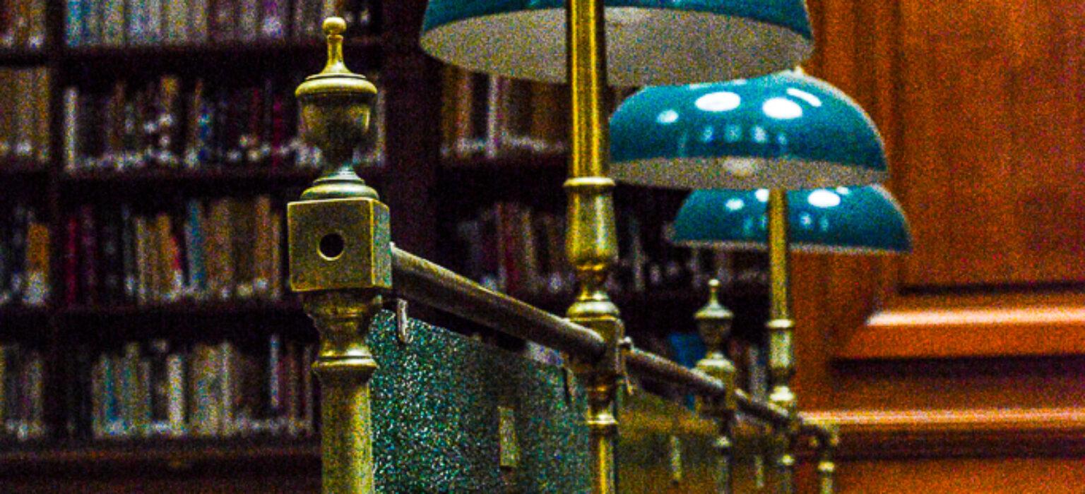 Restauración de mesas de la Biblioteca